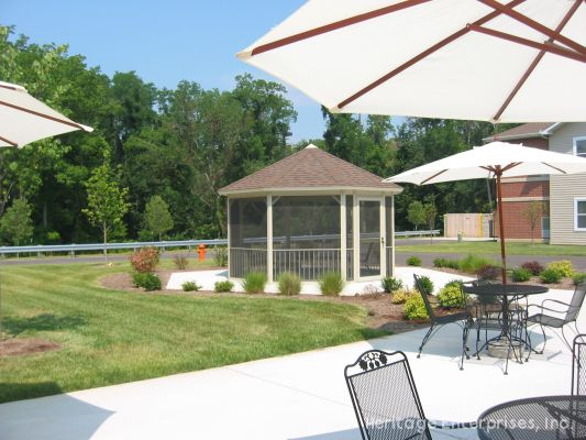 Outdoor Patio | Evergreen Place - Alton, Illinois