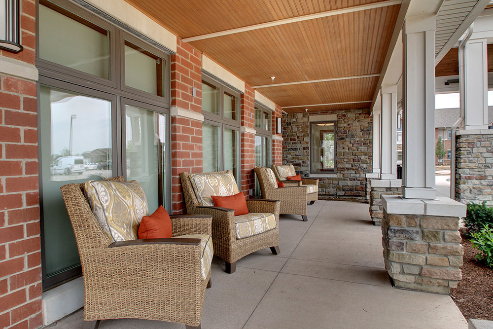 Outdoor Sitting Area | Evergreen Senior Living - Chillicothe, Illinois