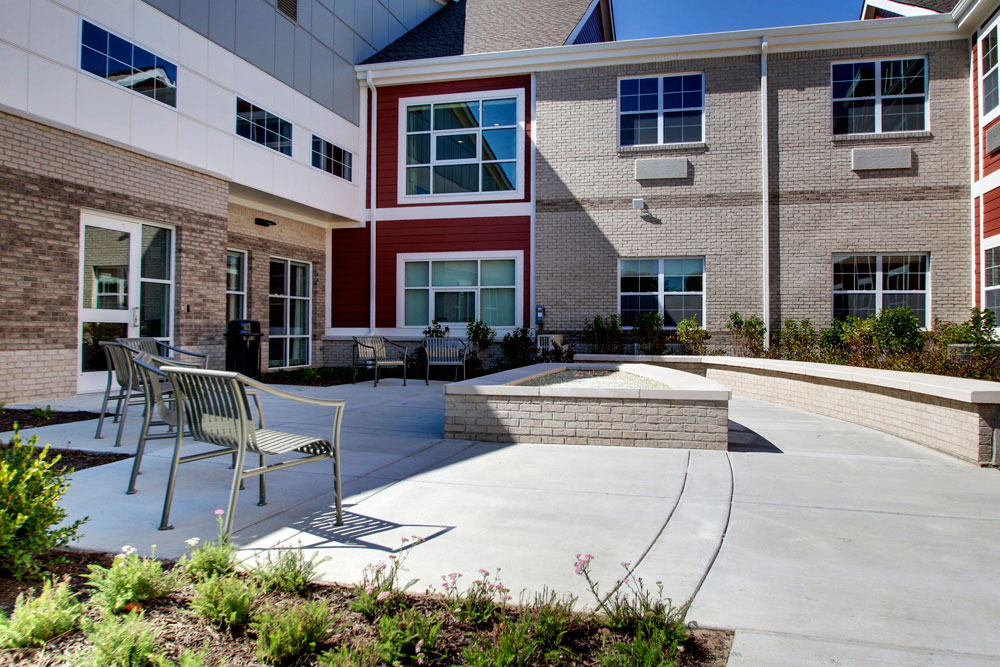Outdoor Patio | Evergreen Crossing - Indianapolis, Indiana